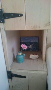 Boswei nachtkastje met details | Duinweg33 Vakantieverhuur
