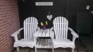 Boswei zithoek terras stoelen | Duinweg33 Vakantieverhuur